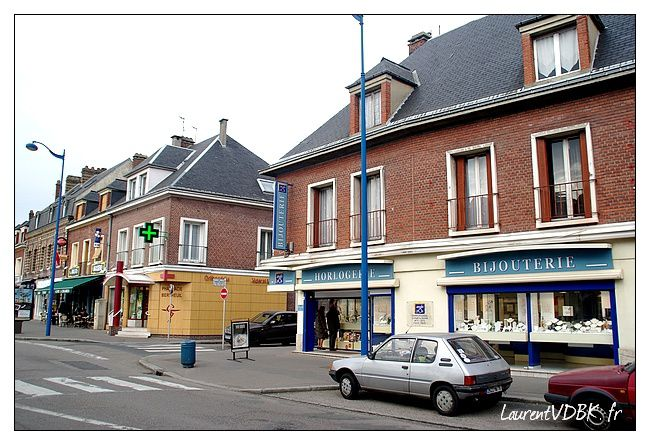 place-voltaire-angle-rue-barbes-r.jpg