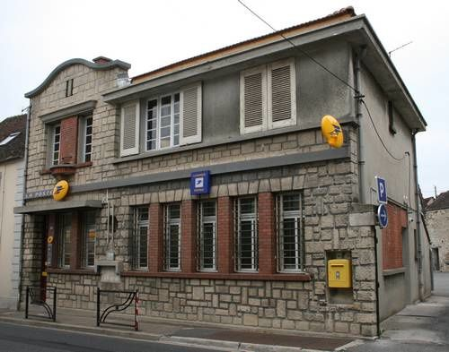 un bureau de poste pas comme les autres le de francois ihuel15 fr
