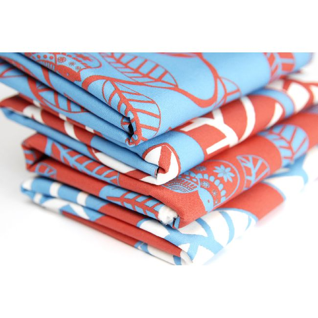 tissu-motif-oiseau-feuillage-rouge-bleu.jpg