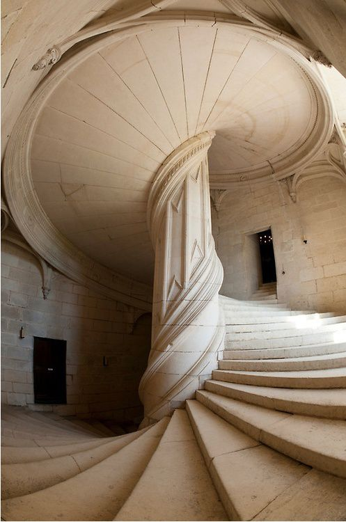 Escalier-.da-Vinci-Staircase--La-Rochefoucauld--France.jpg