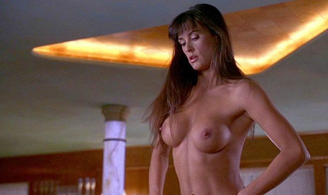 photo demi moore nue dans le film strip tease