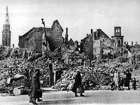 Frankfurt-Zweite-Weltkreig-Ruinen.jpg