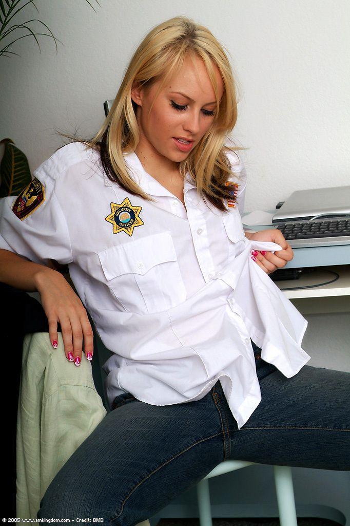 Policewoman-naked-striptease-03