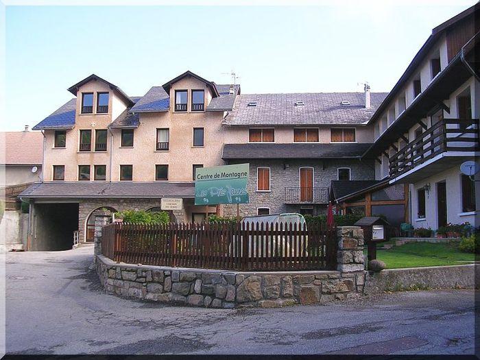 Centre-de-Montagne-les-Pres-Jaunes.jpg