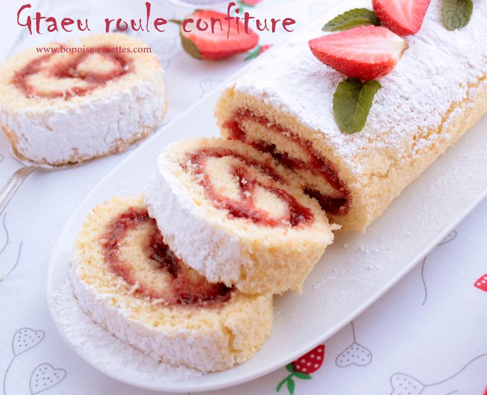 gateau roule a la confiture de fraise blogs de cuisine. Black Bedroom Furniture Sets. Home Design Ideas