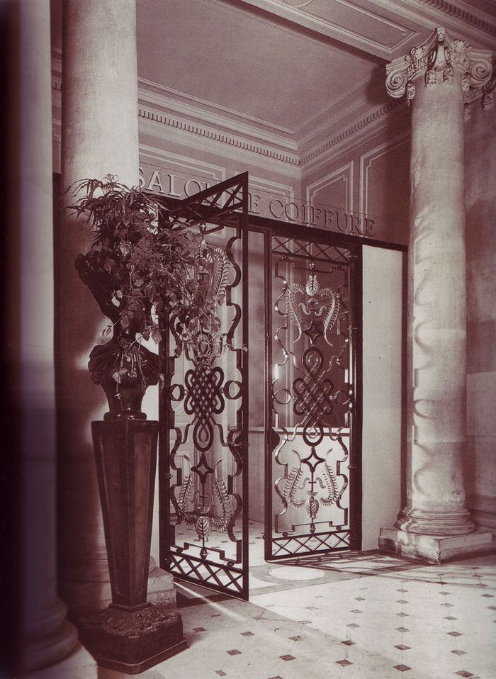 Entrance-gate-at-the-Salon-de-Coiffure--Institut-Harriet-Hu.jpg