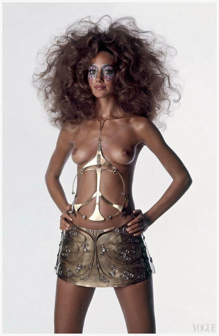 Marisa-Berenson---Vogue-US--December---1969-Photo-by-Ir.png