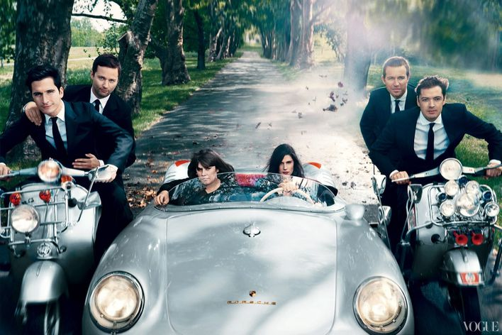September-2012-issue-of-American-Vogue-features-fa-copie-3.jpg