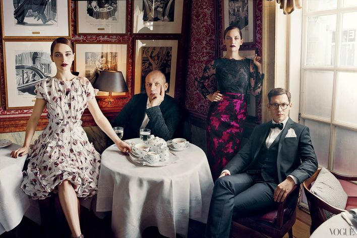 September-2012-issue-of-American-Vogue-features-fa-copie-4.jpg