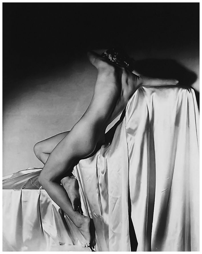 Horst-P.-Horst---Lisa-on-Silk--New-York--1940--Lisa-Fonss.jpg