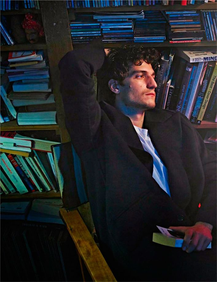 Louis-GARREL-.par-Mario-SORRENTI-.VOGUE-Hommes-Paris.8.jpg