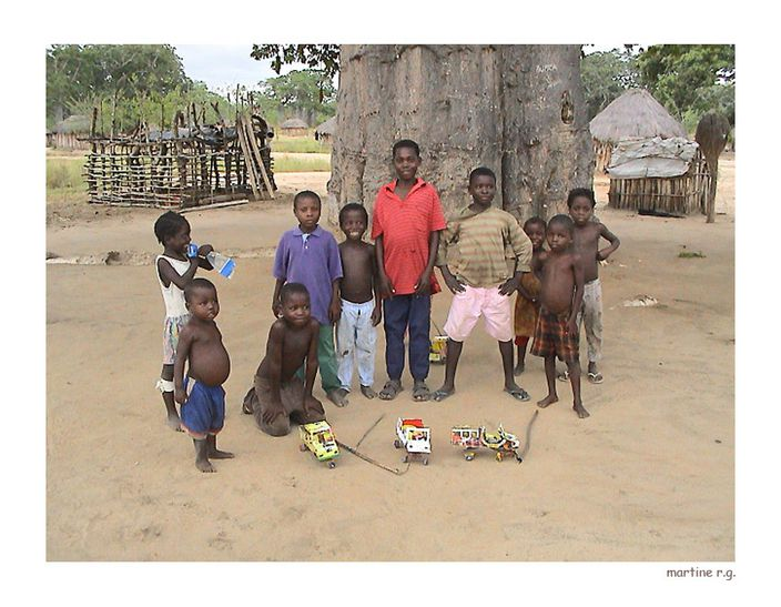 ANGOLA-enfants-village-pres-de-bonjesus-copie-1.jpg