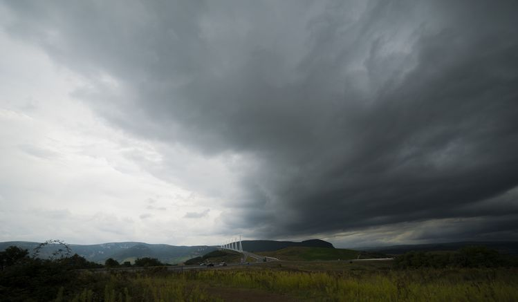 Viaduc de Millau sous l'orage