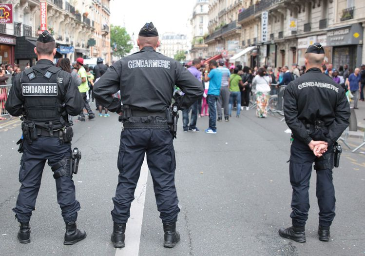 gendarmes-en-queue-de-defile.jpg