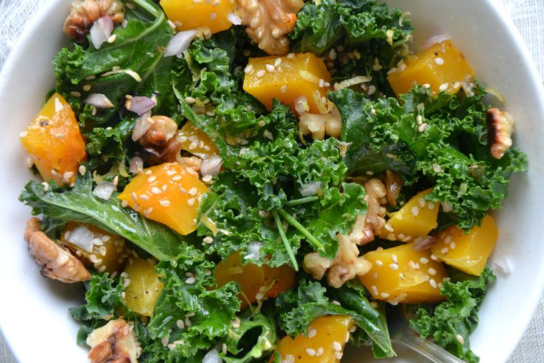 salade de kale cru et courge butternut r tie aux noix sauce citronn e au s same les recettes. Black Bedroom Furniture Sets. Home Design Ideas