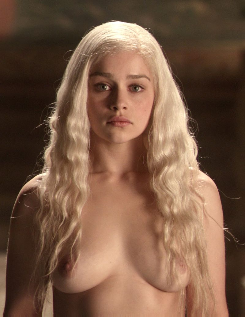 Emilia_Clarke_Game_of_Thrones_Nue-sexy-seins.jpg