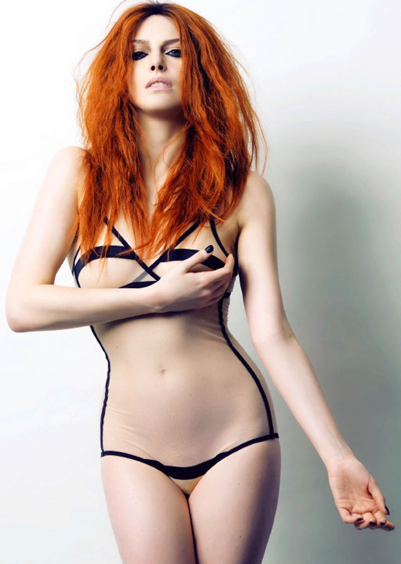 Elodie-Frege-Nue-03.jpg