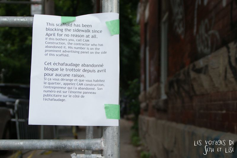 blog voyage canada montreal pvt photo insolite flyer affiche drole message streetart art echafaudage