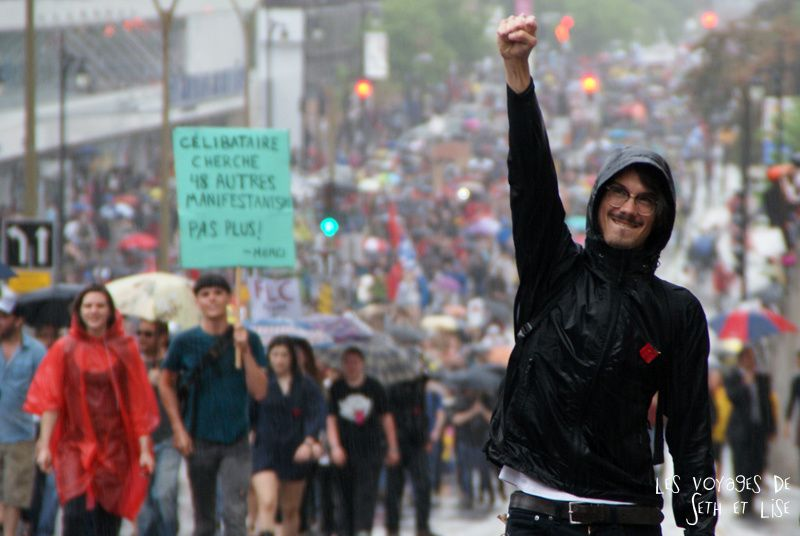 manif 22 mai montreal printemps erable revolution loi78 student protest charest education riot crowd foule fist rage