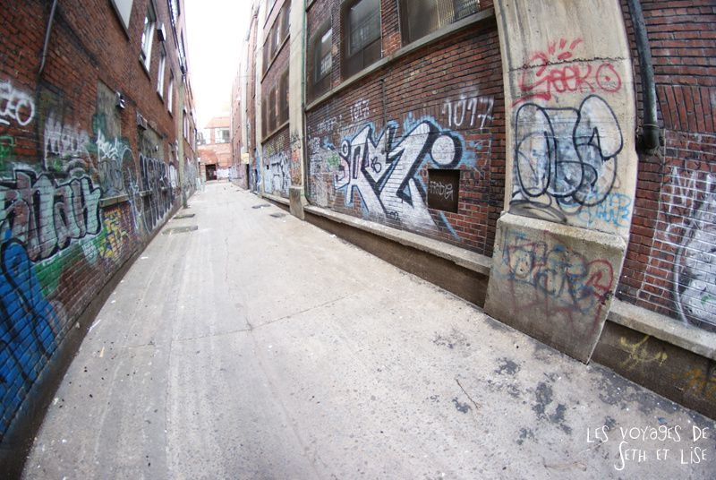 blog voyage canada montreal pvt whv globetrotter photo ruelle street art tag graph graff 8mm fisheye