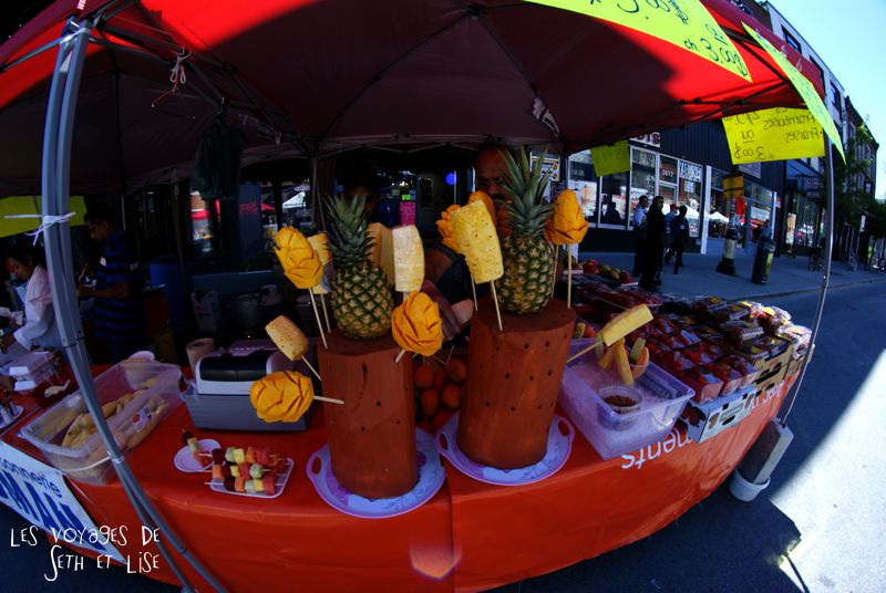 pvt canada montreal blog main st laurent frenesie couple voyage stand bouffe fruit