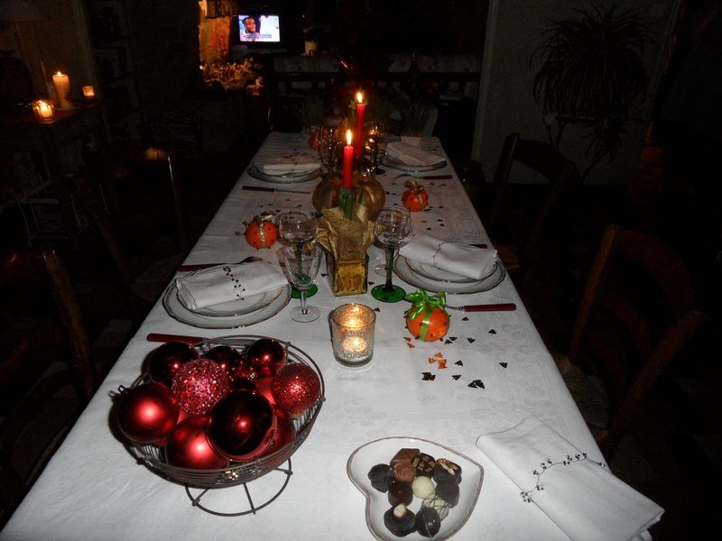 http://img.over-blog.com/800x600/1/46/76/24/poipoi/Table-de-Noel.jpg
