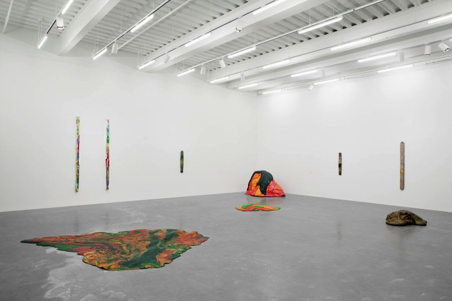 Lynda-Benglis-From-point-to-exposition