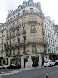 Immeuble-Haussmaniens-Coin-rue-Miron-rue-des-2-Ponts.JPG