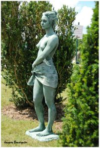 Chantilly-Prix-de-Diane-statue-01.jpg