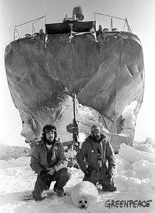 greenpeace-founders-paul-watson-oceans-mers-bateau-swell-th.jpg