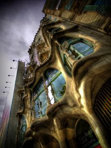 tn_casa_batllo_en_colores_by_sparxphoto.jpg