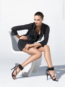 Zuzana-Gregorova-for-Wolford-catalog--Spring-2012--copie-1.jpg