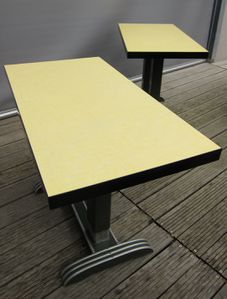 TABLE-BISTROT-FORMICA-JAUNE-VERT-R1344-025.JPG
