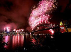 521942-3-sydney-new-years-eve-fireworks-2007.jpg