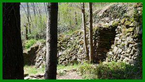 une-des-grottes-celtiques.jpg