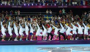 afp-javier-soriano-l-equipe-de-france-de-handball-imite-le-
