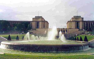 Fontaines-du-Trocadero-gene.-bas-photo-jpg
