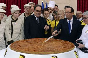 itional-epiphany-cake-next-to-the-president-of-french-baker