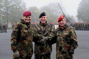 KdoWechselBWVhBerkHannemann 01 Haendedruck General Schuett