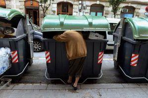 bask_woman_sorting_garbage--1-.jpg