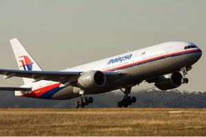 Malaysia_Airlines_Boeing_777-200ER_MEL_Nazarinia.jpg