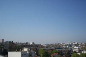 Cendres volcan ciel bleu Paris
