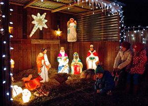 weihnachtsbeleuchtungErdle 12 Kinder Krippe 2