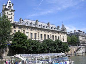 Paris 2008 1s Bateau Mouche et le Palais de Justice