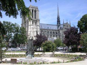 Paris 2008 1v Notre Dame du square Viviani et sa fontaine