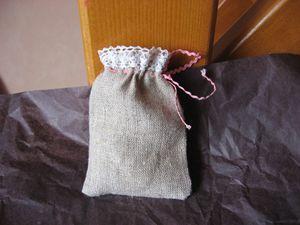 2-autres-mini-sacs-pour-dragees-en-lin-et-liberty-copie-1.jpg