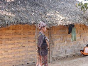 Oudomxay---25--equipement-Hmong-pour-porter-le-bois-sur-le.JPG