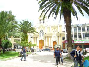 2--9--Cathedrale--place-centrale.JPG