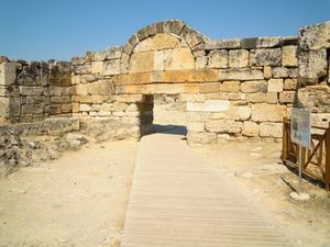 Hierapolis--30--la-porte-byzantine-sud.JPG