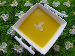 soupe-courge-curry-amandes-6.jpg
